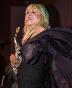 Mindi Abair sitting in with DW3 at the Smooth Jazz News 14th anniversary brunch in February 2014