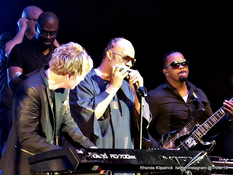 (left to right) Brian Culbertson, Stevie Wonder, Rodney James Jr., (and, in back) Marqueal Jordan and Michael Stever (Photo by Rhonda Kilpatrick)