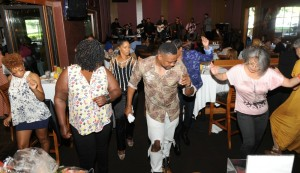 Spaghettini brunchgoers dancing in the lounge during the Smooth Jazz News 15th Anniversary celebration on Feb. 8, 2015 (Photo by David Hopley)