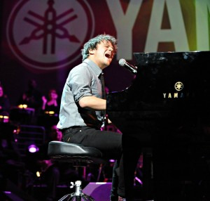Jamie Cullum performing at Yamaha's 2015 Dealer Concert (Photo by David Hopley)