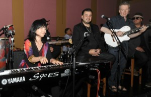Keiko Matsui & Peter White sitting in with DW3 during the Smooth Jazz News 15th anniversary brunch at Spaghettini on Feb. 8, 2015 (Photo by David Hopley)