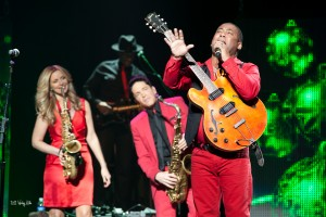 Candy Dulfer, Dave Koz and Jonathan Butler during a Dave Koz Christmas tour with Randy Jacobs in background (photo by Wesley Kridle)