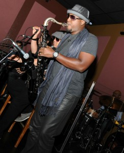 Elan Trotman joining the jam session during the 2015 Smooth Jazz News Anniversary Brunch at Spaghettini Seal Beach (photo by David Hopley)